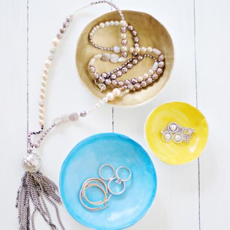 DIY Air Dry Clay Jewellery Bowls by Pastels & Macarons #diyairdryclayjewellerybowls #airdryclay #jewellery #jewellerybowl #jewellerybowls #thandmadejewellerybowls #thingstomakewithclay #thingstomakewithairdryclay #claycrafts #diy #craft