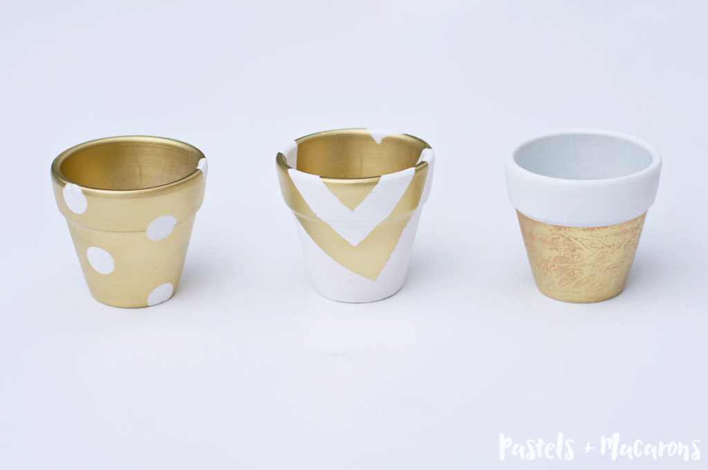 White And Gold Painted Terra Cotta Pots by Pastels & Macarons #diy #terracottapots #paintedterracottapots #diypaintedterracottapots #paintedpots #whiteandgold #whiteandgoldpaintedterracottapots