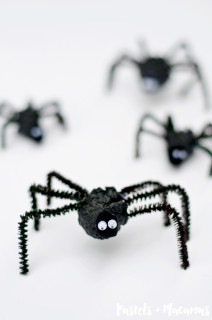 Pinecone Spider Halloween Craft