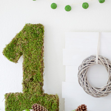 Moss Covered Number By Pastels & Macarons #mosscoverednumber #diy #diymossmonogram #mosscrafts #mosscraft