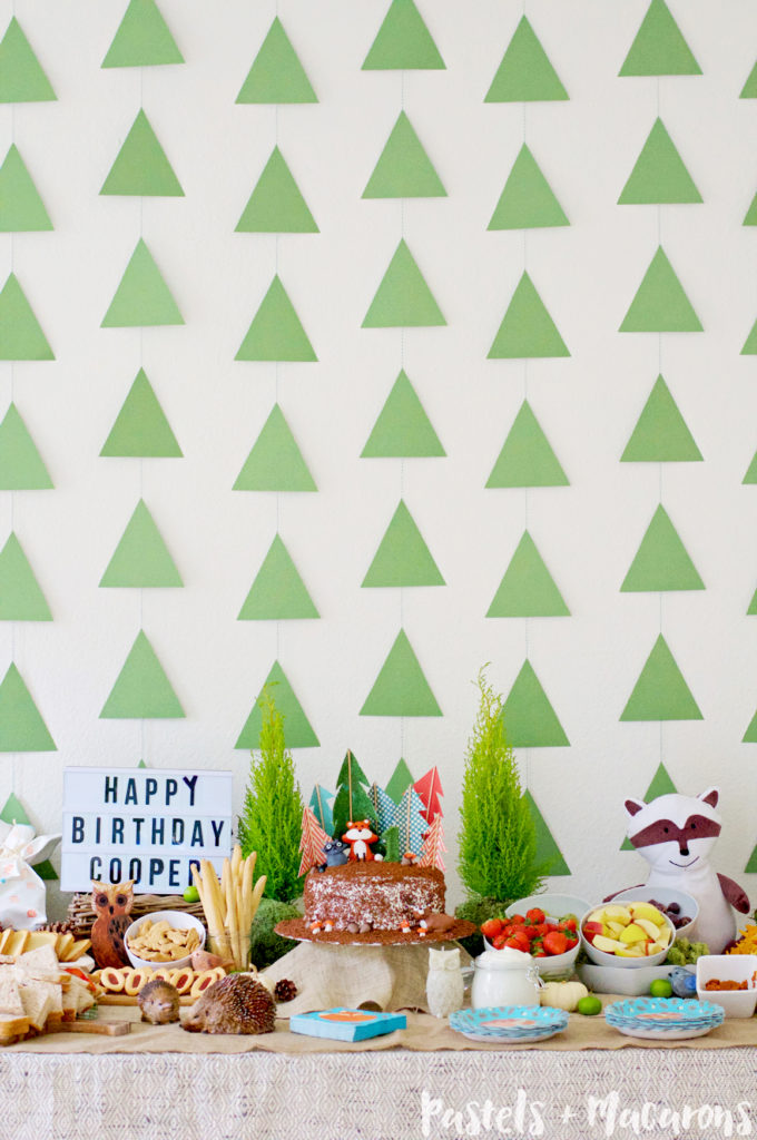 This beautiful and unique Woodlands Birthday Party for a one year old was a total hit! Most of the items in the party are handmade, and a lot of cute crafts and DIY projects went into bringing this fun and whimsical party to life.