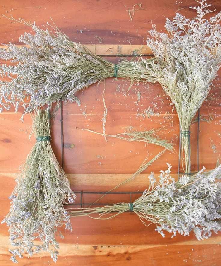 Simple Vintage Flower Wreath