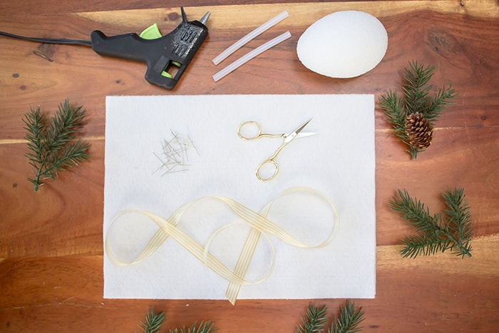 Christmas felt ornament craft to make this holiday season