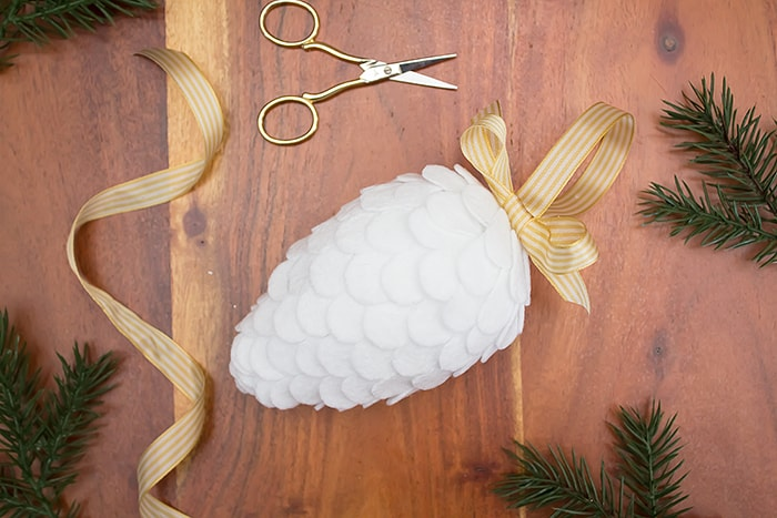 beautiful Christmas felt ornament craft