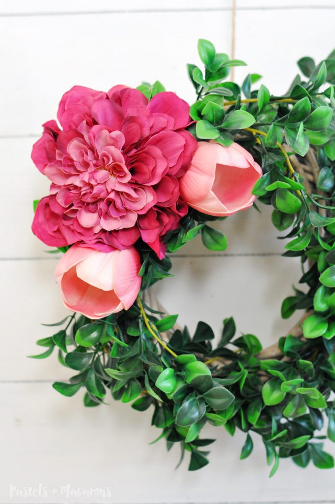 Easy and simple Spring Wreath using flowers. A quick and easy tutorial idea.