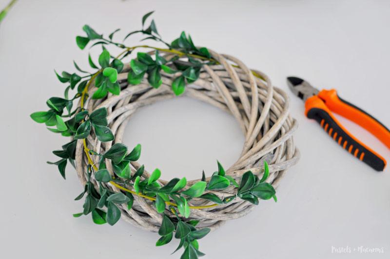 Spring Wreath DIY craft. No glue required.