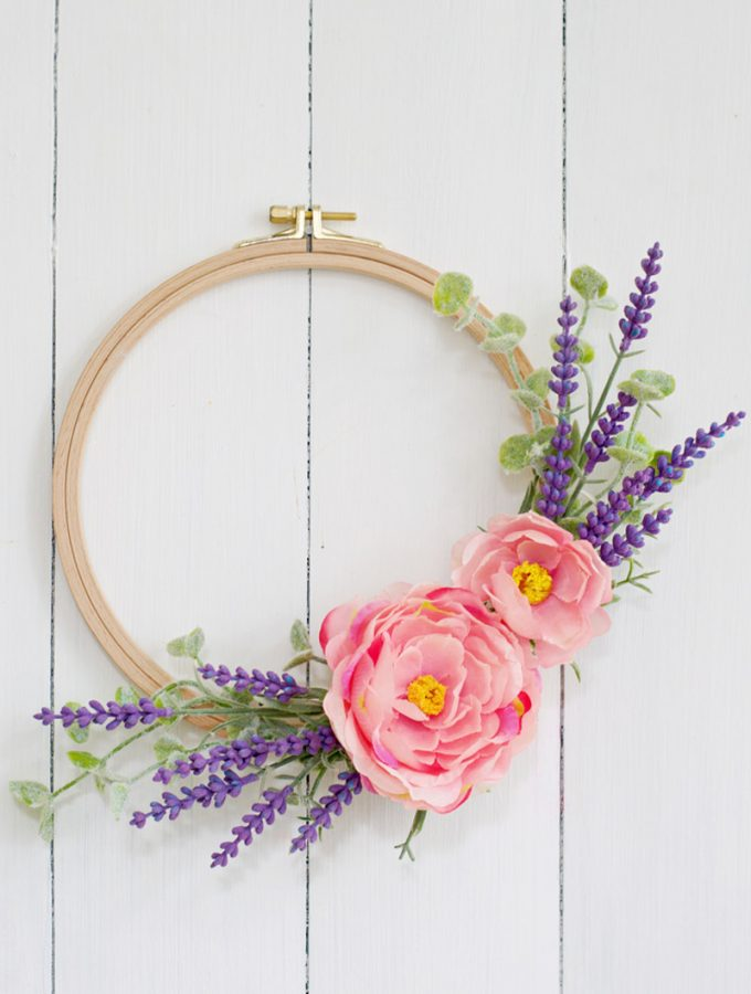 Simple DIY faux embroidery hoop lavender wreath craft for spring