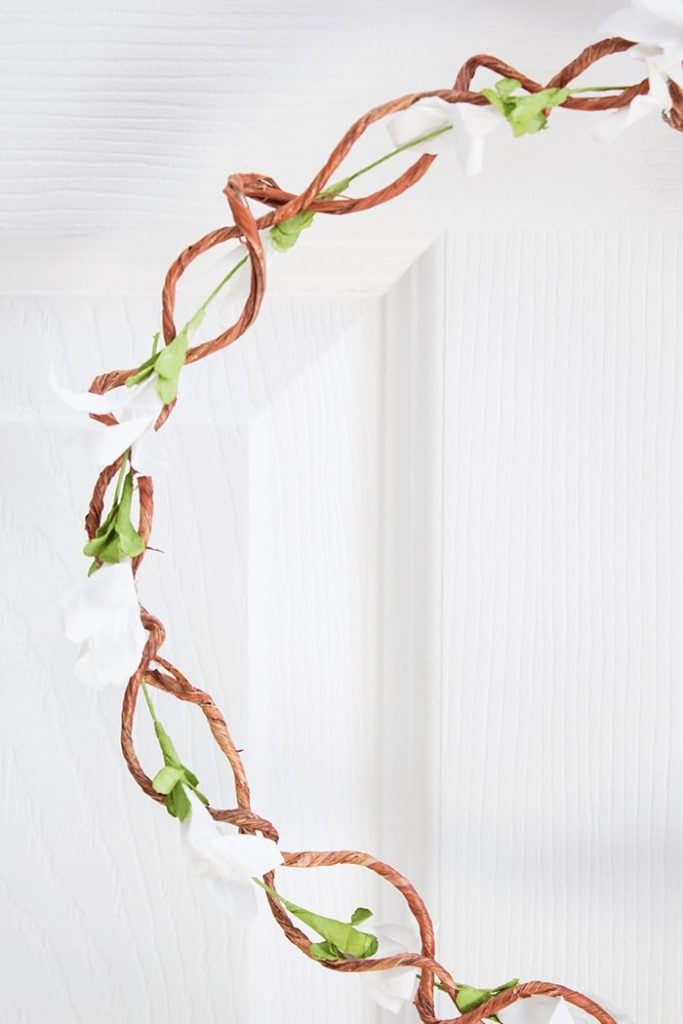 DIY Farmhouse Door Wreath for Sping