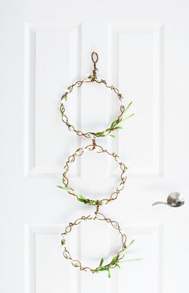 Gorgeous Spring door wreath for your farmhouse decor