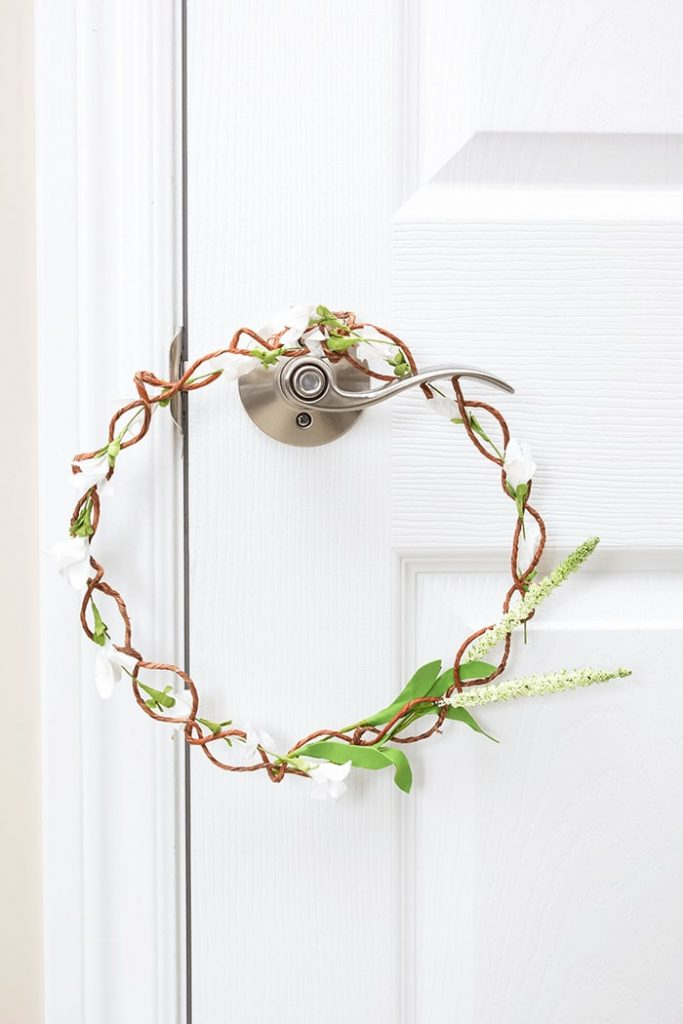 I love this easy to follow DIY tutorial for a simple Spring farmhouse door wreath