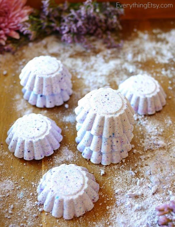 Lush lavender DIY bath bombs and more!