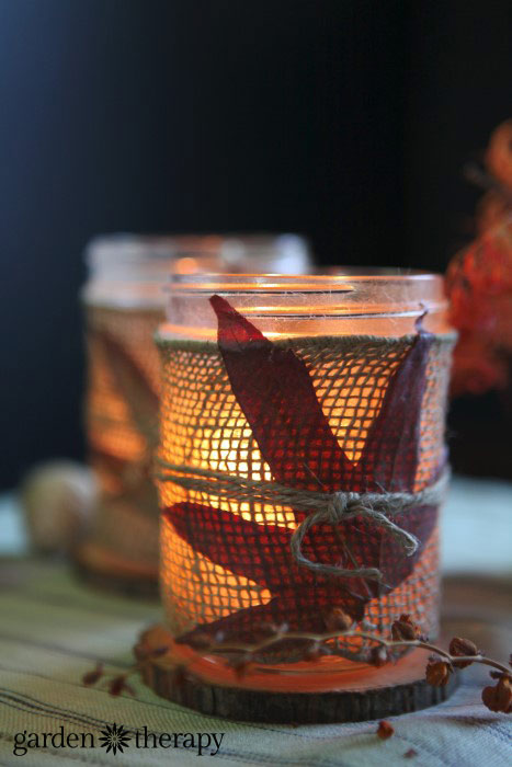 Love these gorgeous easy to make Mason Jar crafts for Fall. Great ideas.