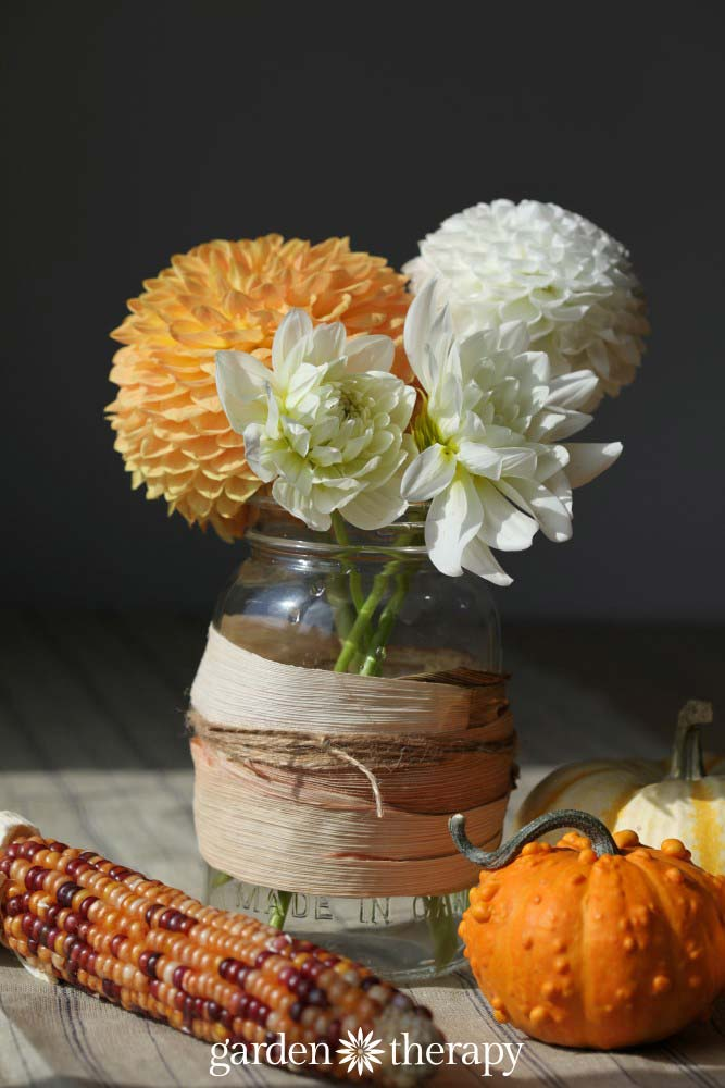 Beautiful Mason Jar crafts for Fall ideas. Love this one with flowers.