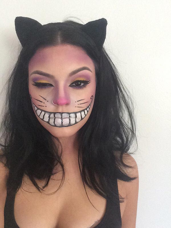 Amazing last-minute easy Halloween makeup ideas! I love this cheshire cat makeup tutorial for Halloween! Anyone can recreate this look! #halloweenmakeup #makeup #halloween