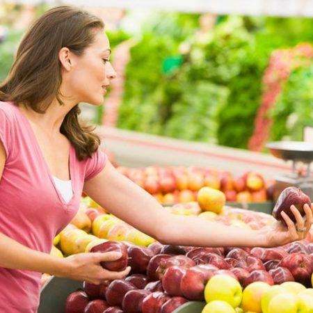 The BEST ways to save money at the grocery store. Learn ways to go Grocery shopping on a budget and save money. Meal planning and other tips. #saveongroceryshopping #budgeting #groceryshopping #couponing
