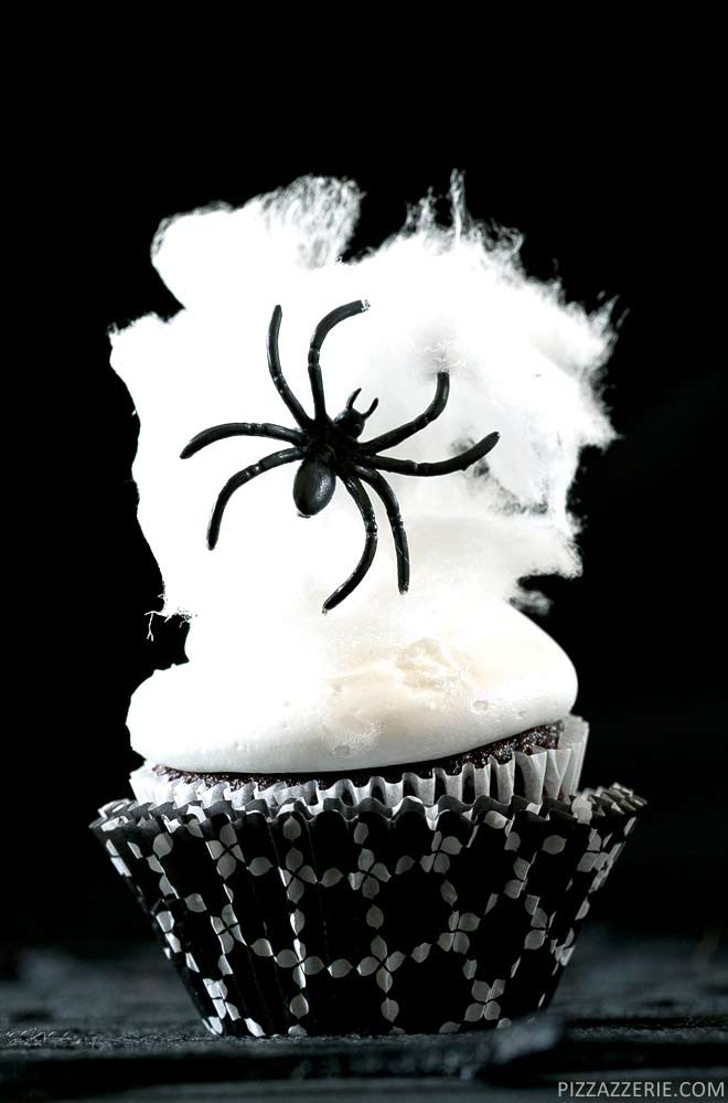 Scary spider cupcakes and so many more Halloween cupcakes. I love all of these ideas. Can't wait to make some this Fall.