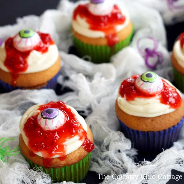 These are such cute Halloween cupcakes for the kiddies! Such great ideas . Easy cupcakes for kids.