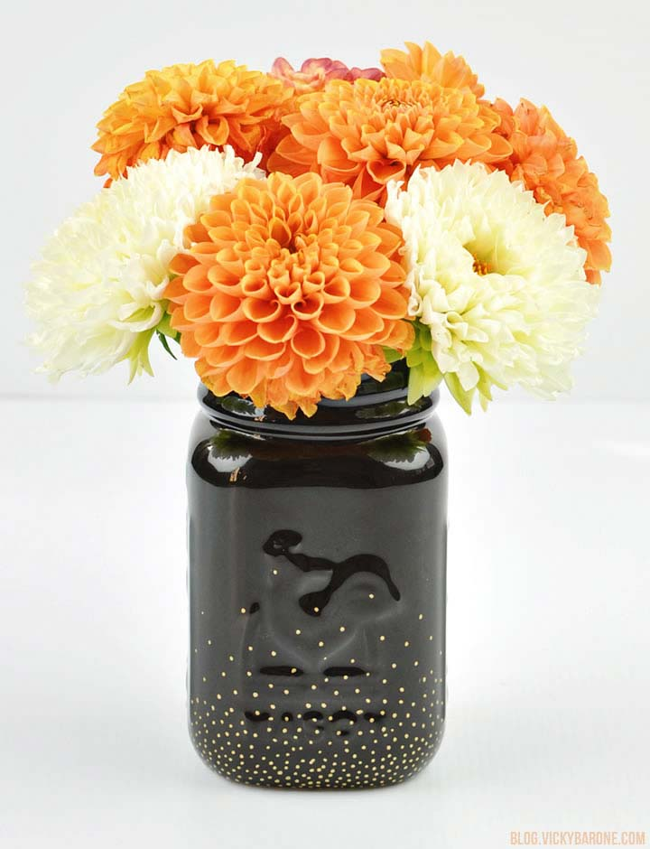 This has to be my favorite in this Mason Jar crafts for Fall roundups! So elegant. A beautiful centrepiece for Fall.
