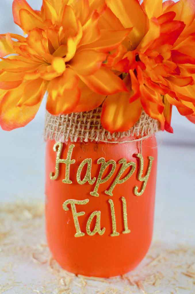Love how cheap it is to make all of these Mason Jar crafts for Fall.