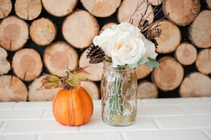 So many great fall mason jar ideas. Some really nice painted DIY ideas. This article is filled with beautiful Mason Jar crafts for Fall. Very nice.