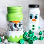 THE MOST ADORABLE DIY painted mason jar craft I have seen! This Mason Jar Christmas Gift is perfect to put treats into for the Holidays. Such a cute Christmas mason jar craft ideas | Secret Santa gift idea, Christmas Gift Idea, Teacher gift idea, stocking stuffer idea #masonjarcrafts #masonjarcraft #secretsanta #christmascraft #christmasgift #diygift #diychristmasgift #paintedmasonjar #christmasdiy