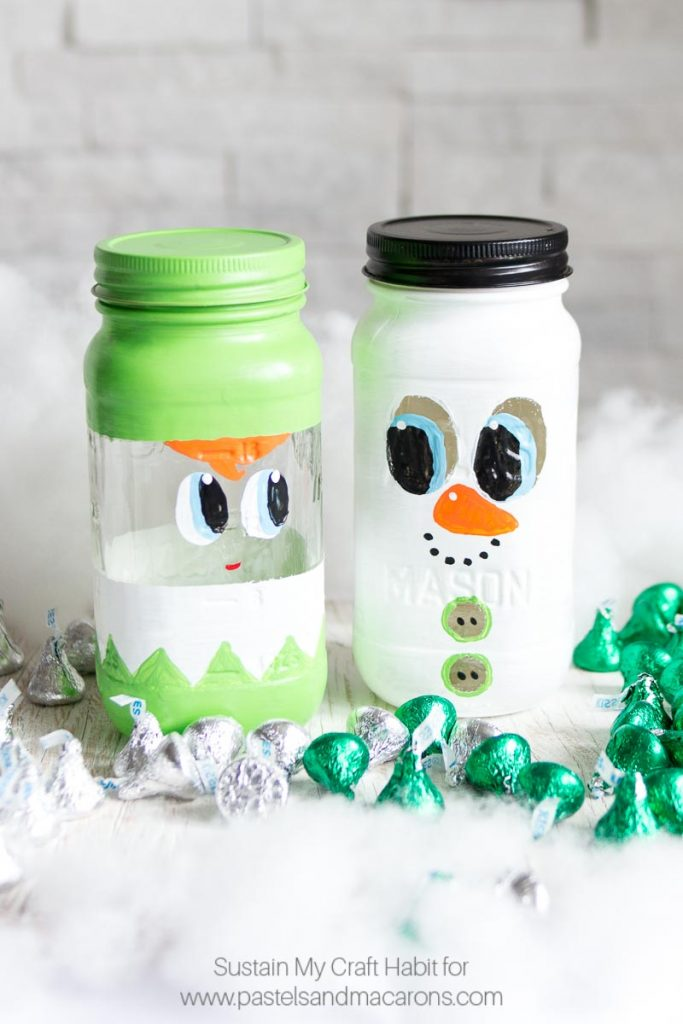 This is THE CUTEST DIY painted mason jar craft I have seen! This Mason Jar Christmas Gift is perfect to put candy into for the Holidays. | Cute Christmas mason jar craft ideas | Secret Santa gift idea, Christmas Gift Idea, Teacher gift idea, stocking stuffer idea #masonjarcrafts #masonjarcraft #secretsanta #christmascraft #christmasgift #diygift #diychristmasgift